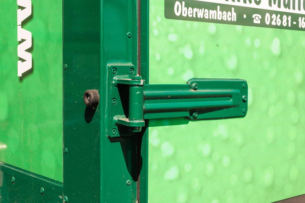 Verkaufswagen »Hachenburger«, Aufbau Scharnier